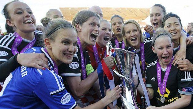 Frankfurtské fotbalistky slaví triumf v LM. Ve finále zdolaly Paris SG.