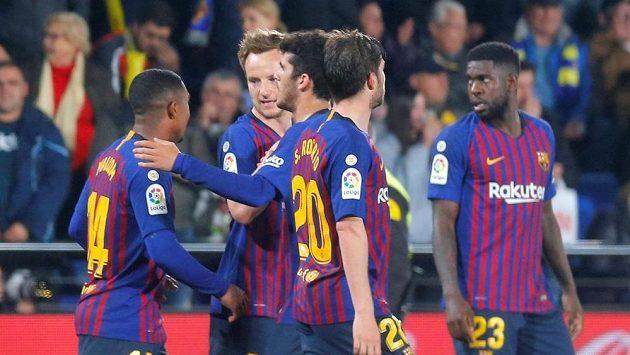 Radost hráčů Barcelony po vyrovnání proti Villarrealu.
