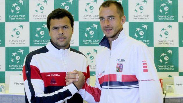První zápas odehraje Lukáš Rosol (vpravo) s Jo-Wilfriedem Tsongou.