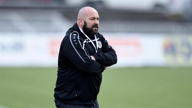 Hradecký trenér Bohuslav Pilný při utkání se Spartou.