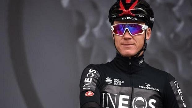 Zraněný cyklista Chris Froome už je po operaci.