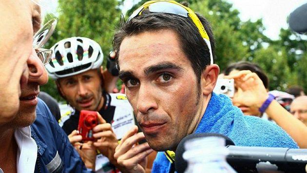 Španělský cyklista Alberto Contador v rozhovoru s novináři