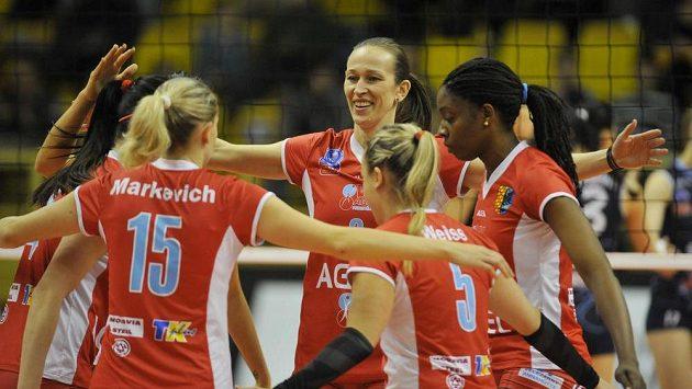 Radost hráček Prostějova v utkání Ligy mistryň proti Kazani.