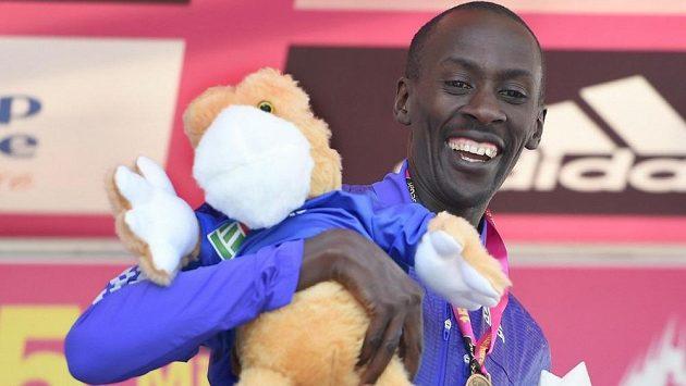 Keňský vytrvalec Kenneth Mungara zaběhl světový maratónský rekord v kategorii čtyřicet let a výše. Stalo se tak v Austrálii na Gold Coast Airport Marathon.