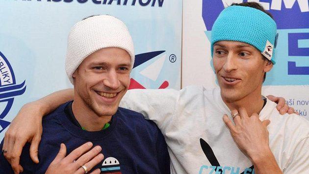 Skokané na lyžích Roman Koudelka (vlevo) a Jan Matura už s optimismem vyhlížejí zimní sezónu.