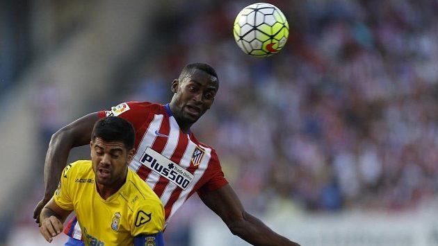 Kolumbijec Jackson Martínez (vzadu) vyměnil atraktivní španělskou La Ligu a dres Atlétika Madrid za čínský Kuang-čou Evergrande.