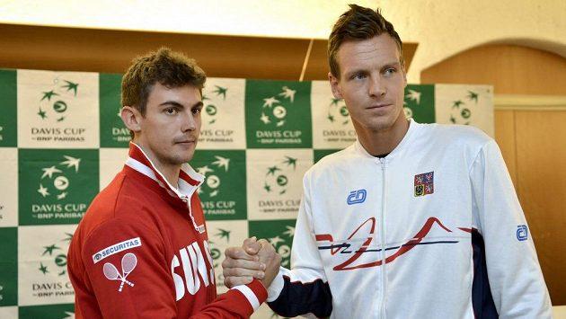 Čský tenista Tomáš Berdych (vpravo) a Švýcar Henri Laaksonen.