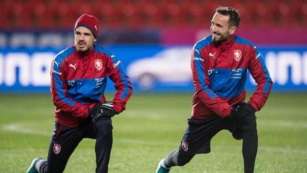 Filip Novák (vlevo) a Tomáš Sivok na tréninku národního celku.