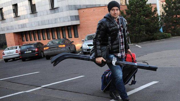 Útočník Jan Kovář přichází na sraz české hokejové reprezentace v holešovické Tipsport areně.