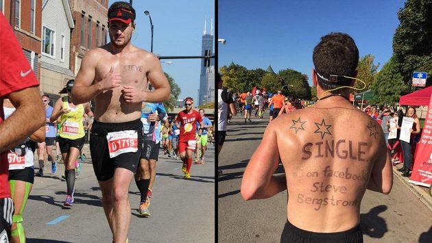 Na maratón v Chicagu si Steve Bergstrom napsal na záda vzkaz, nakonec oslovil dvanáct žen.