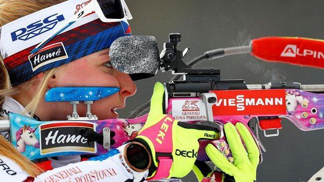 Česká biatlonistka Markéta Davidová během tréninku střelby před MS v Anterselvě.