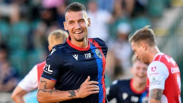 Lukáš Hejda z Viktorie Plzeň oslavuje jediný gól utkání s Pardubicemi.