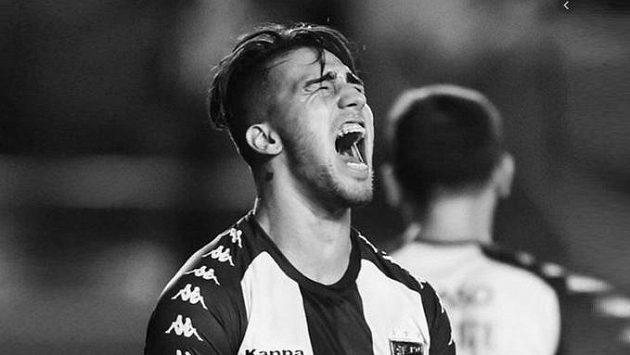 Mladý argentinský fotbalista Ezequiel Esperón tragicky zemřel.