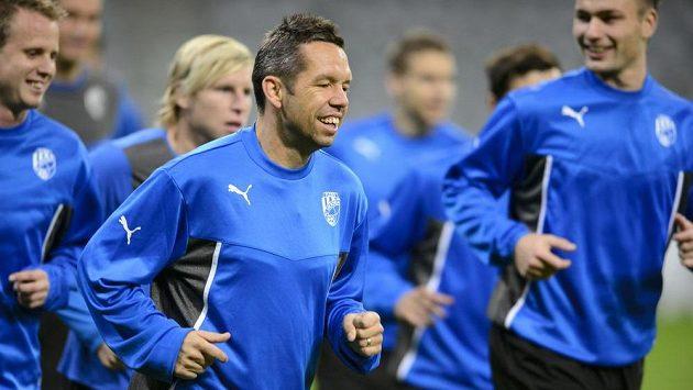 Kapitán Viktorie Plzeň Pavel Horváth vede tým na tréninku v mnichovské Allianz Areně.