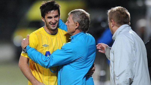 Útočník Aidin Mahmutovič (vlevo) a trenér Teplic Zdeněk Ščasný se radují z výhry. Na jaře však bude Mahmutovič Severočechům chybět.