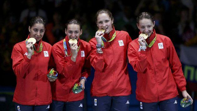 Rumunské kordistky se zlatými medailemi.
