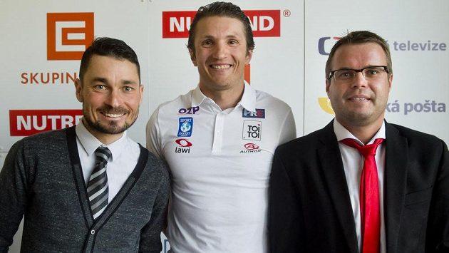 Zleva cyklisté Jiří Ježek a Jiří Bouška a stolní tenista Ivan Karabec.