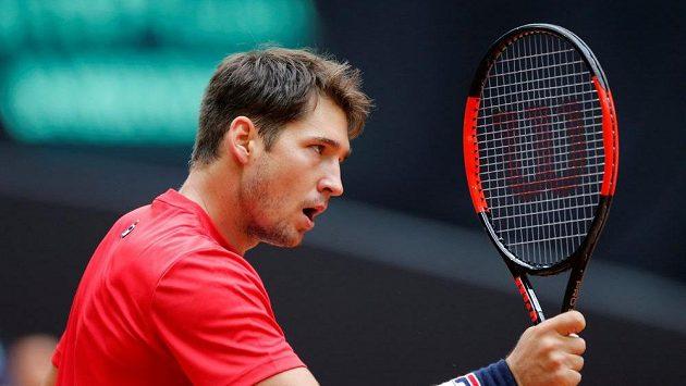 Srbský tenista Dušan Lajovič v daviscupovém semifinále proti Francii.