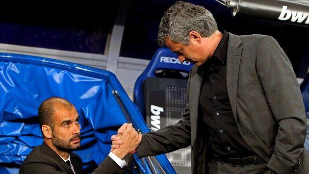 José Mourinho (vpravo) a Josep Guardiola by se mohli potkat i v Premier League. A dokonce by mohli trénovat týmy z jednoho města.