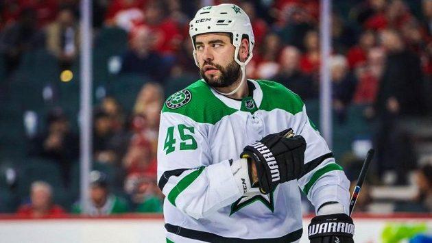 Český obránce Roman Polák bude i nadále hrát v NHL za Dallas.