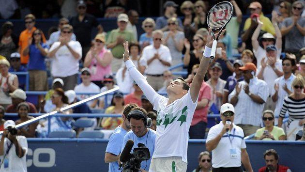 Kanadský tenista Milos Raonic se raduje z vítězství na turnaji ve Washingtonu.