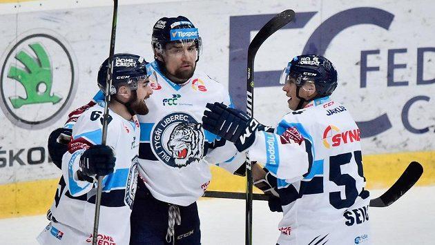 Liberečtí Marek Zachar (vlevo) a Martin Ševc (vpravo) se radují z druhého gólu, který vstřelil Lukáš Krenželok (uprostřed).