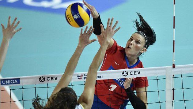 Andrea Kossányiová při útoku.