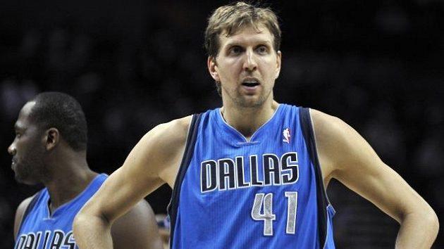 Německý basketbalista Dirk Nowitzki. Ani on prohru Dallasu neodvrátil.