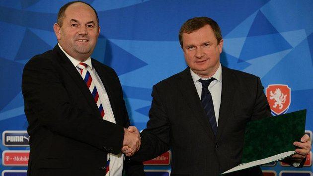 Takhle uváděl Miroslav Pelta Pavlu Vrbu do funkce reprezentačního trenéra.