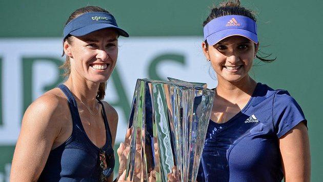 Hingisová s Mirzaovou proměnily společnou premiéru v trofej.