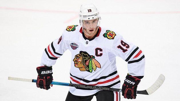 Kapitán Chicaga Jonathan Toews vynechal celou sezonu NHL.