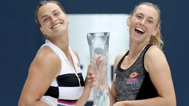Debl Elise Mertensová (vpravo), Aryna Sabalenková získal v Miami tzv. Sunshine double.