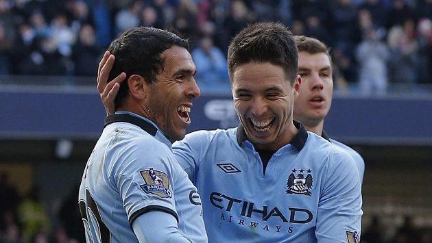 Ofenzivní hráči Manchesteru City Carlos Tévez (vlevo) a Samir Nasri.