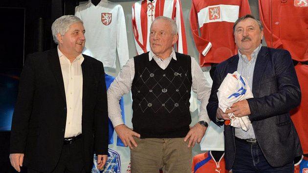 Mistři Evropy z roku 1976 Karol Dobiaš (vlevo), Ivo Viktor (uprostřed) a Antonín Panenka.