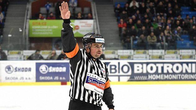 Rozhodčí Pavel Hodek letos nebude veden jako profesionální rozhodčí.