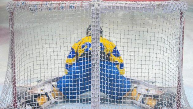 Ukrajinští hokejisté Eduard Zacharčenko a Vladimir Varivoda mají kvůli přijetí úplatku na mistrovství světa divize IA zastavenou činnost na neurčito (ilustrační foto).