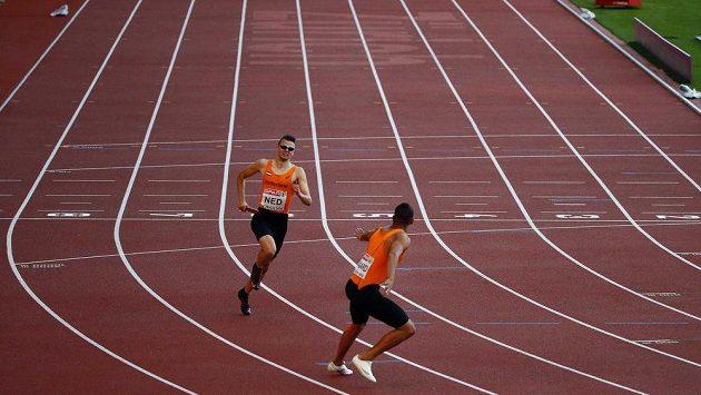 Kuriozita! Nizozemci sami na dráze při opakované šanci bojovat o finále na 4x400 m.