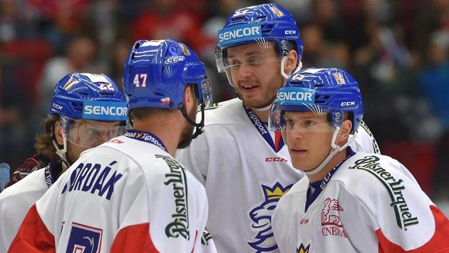 Čeští hokejisté (zleva) Martin Zaťovič, Michal Jordán, Radim Zohorna, Filip Pavlík se radují z gólu.