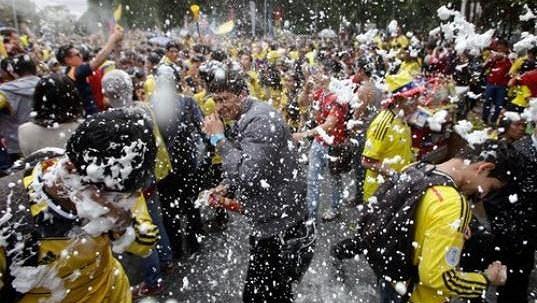 Oslavy fanoušků v kolumbijské Bogotě.