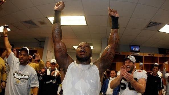 Anthony Hargrove slaví se Saints vítězství v Super Bowlu