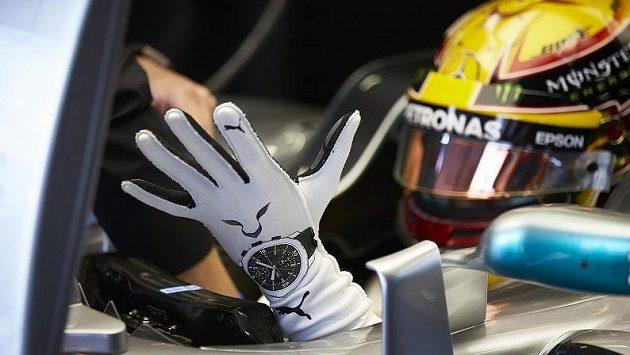Zdraví pilotů F1 budou hlídat rukavice s čipem - Sport.cz 3938a787ff