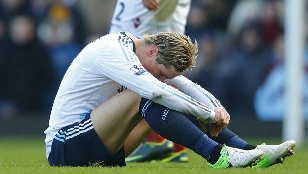 Zklamaný Fernando Torres je v poslední době symbolem špatné formy Chelsea.