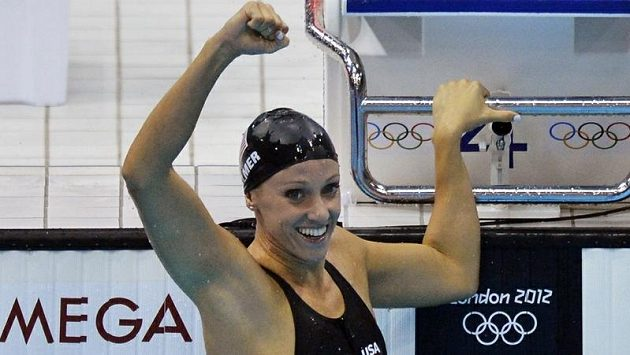 Američanka Dana Vollmerová se raduje z olympijského zlata i nového světového rekordu na motýlkářské stovce.