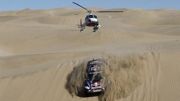 Helikoptéra sleduje katarského pilota Nassera Al-Attíju