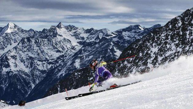 Američanka Mikaela Shiffrinová na trati obřího slalomu v Söldenu