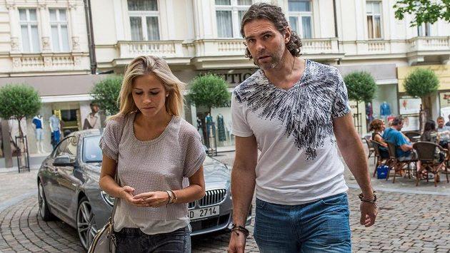 Jaromír Jágr se svou partnerkou Veronikou Kopřivovou.