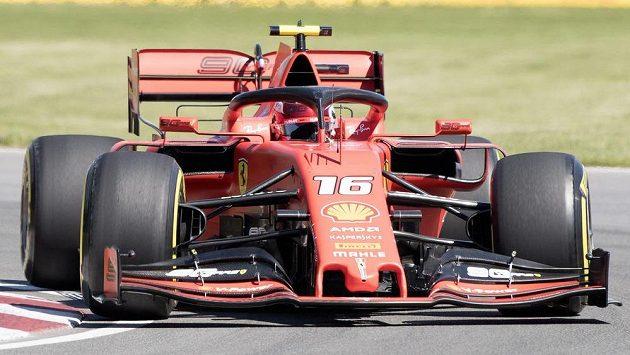 Pilot Ferrari Charles Leclerc při tréninku na Velkou cenu Kanady