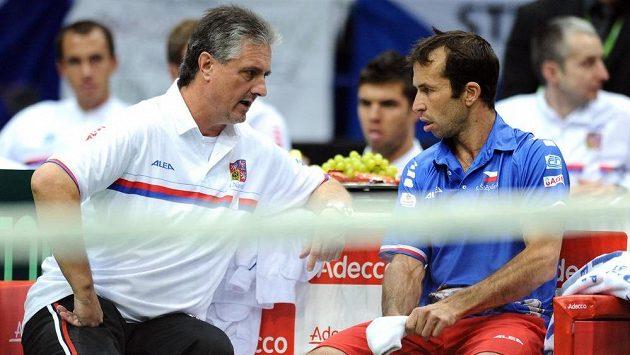 Nehrající kapitán českých tenistů Jaroslav Navrátil (vlevo) s Radkem Štěpánkem.