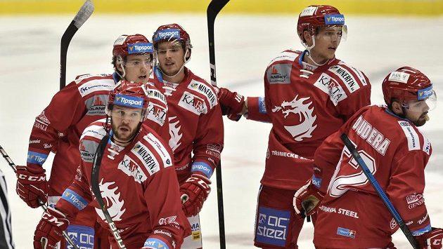 Hráči Třince se radují z gólu - ilustrační foto.