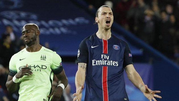 Zklamaný útočník PSG Zlatan Ibrahimovic po neproměněné penaltě proti Manchesteru City.